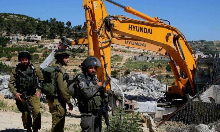 سلطات الاحتلال يخطر بوقف البناء في منزلين قيد الإنشاء شرق بيت لحم