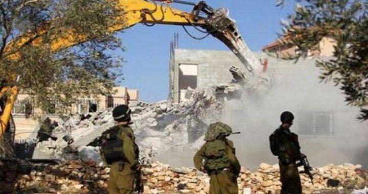 سلطات الاحتلال تخطر بوقف البناء في بركسين بالولجة
