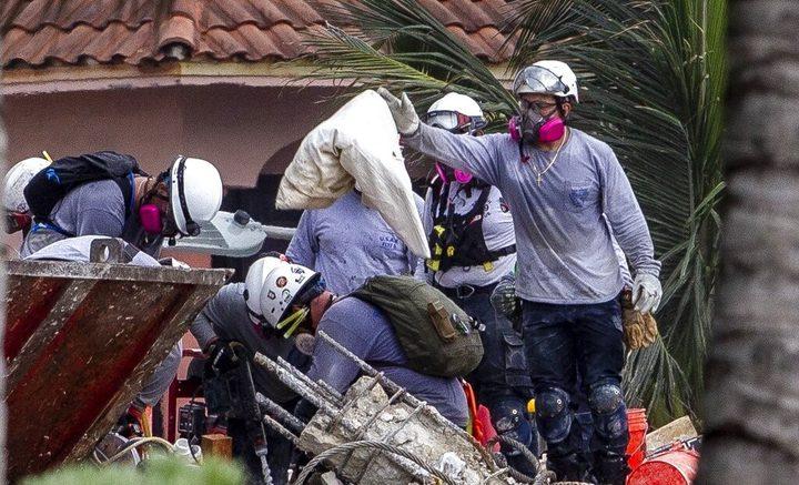ارتفاع عدد القتلى بانهيار مبنى في ميامي لـ 18 و145 مفقودا