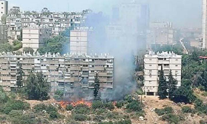 اندلاع حريق في منطقة مأهولة بالسكان في حيفا