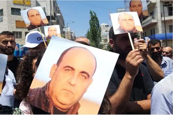 إحالة 14 شخصا للقضاء في قضية نزار بنات والتحقيقات مستمرة