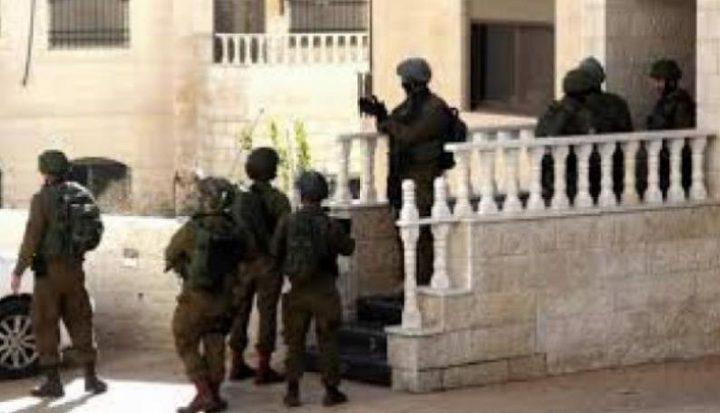 الاحتلال يداهم منزلا في طوباس ويستجوب قاطنيه