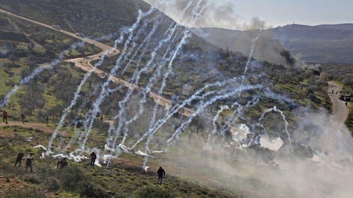 إصابات بالرصاص المعدني والاختناق بمواجهات مع الاحتلال في بيتا