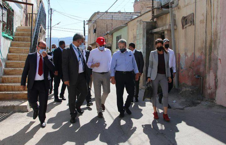 وزير الخارجية الكندي يطلع على أوضاع اللاجئين الفلسطينيين