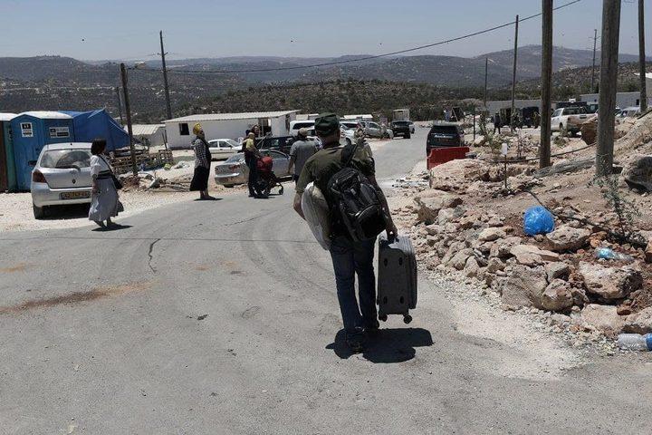 """مستوطنون يغادرون البؤرة الاستيطانية """"افيتار"""" جنوب نابلس"""