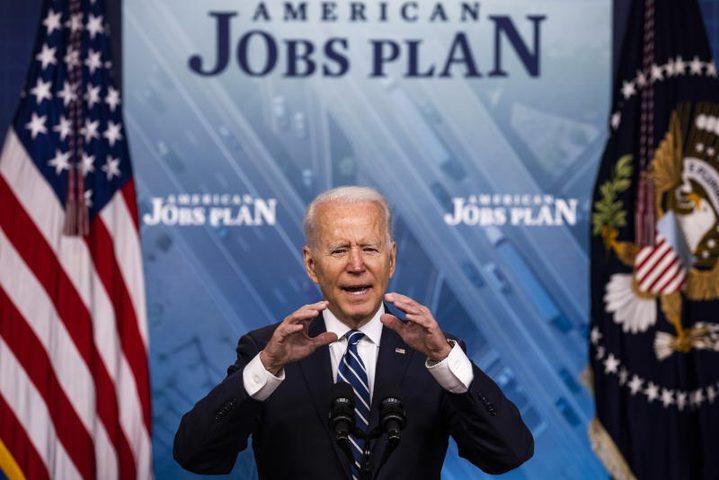 بايدن يشيد بانتعاش تاريخي للاقتصاد الأميركي