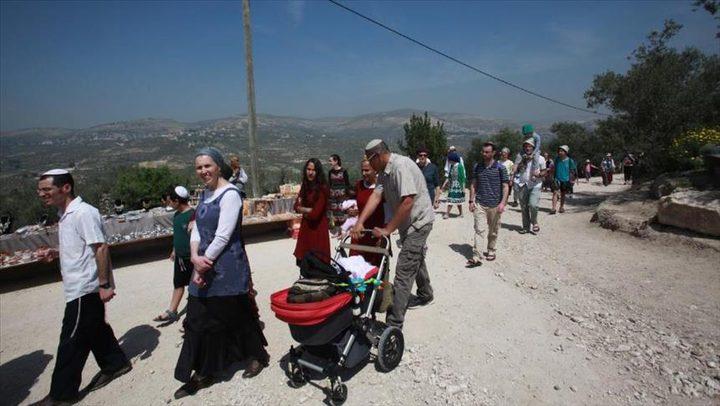 مئات المستوطنين يقتحمون مقاما في بلدة تقوع
