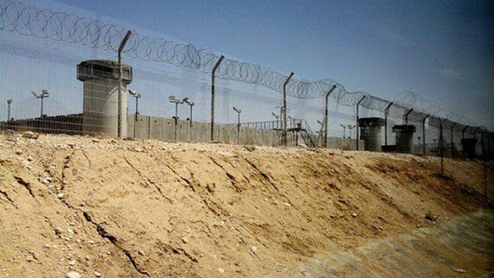 """""""هيئة الأسرى"""": الاحتلال يماطل بتقديم العلاج لأسرى بالنقب"""