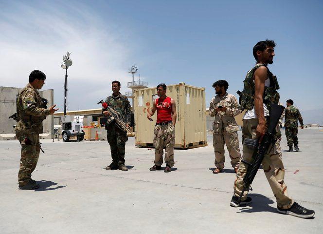 """عودة مئات الجنود الأفغان لبلادهم بعد فرارهم من """"طالبان"""""""