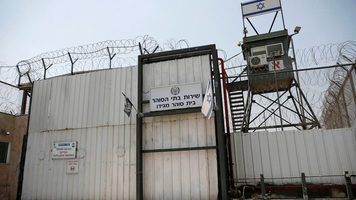 """أسرى في """"عوفر"""" و""""النقب"""" يعلنون الإضراب إسناداً للأسير أبو عطوان"""