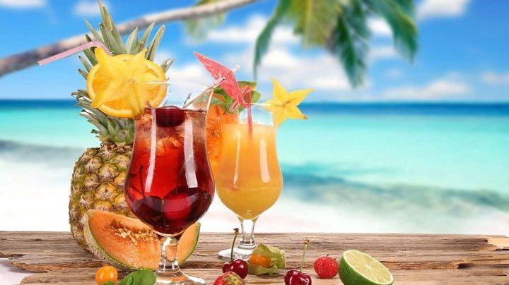 المشروبات الباردة أم الساخنة: أيهما الأصح في فصل الصيف؟