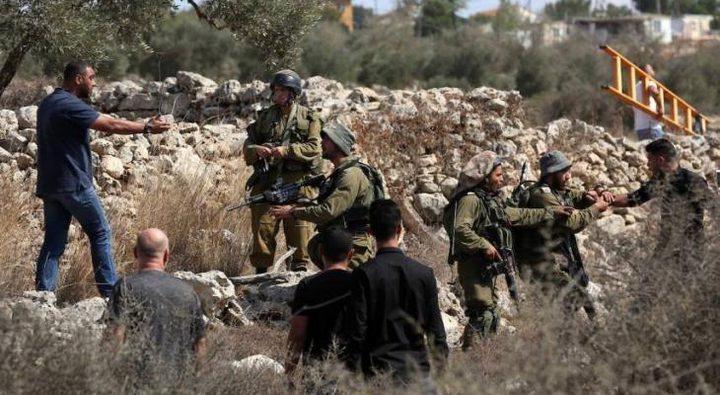 الخليل: الاحتلال يخطر بهدم جزء من مقبرة الديرات شرق يطا