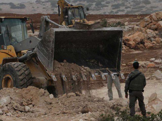 الاحتلال يعيد تجريف طريق استيطانية من معسكر حوارة حتى روجيب