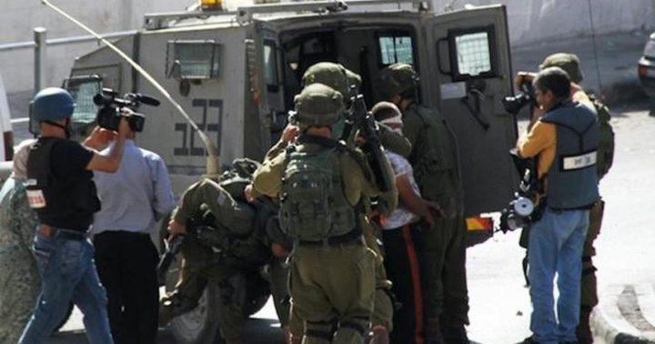 الاحتلال يعتقل 4 مواطنين في الخليل وطولكرم