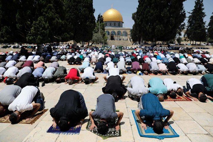 35 ألفا يؤدون صلاة الجمعة في المسجد الأقصى