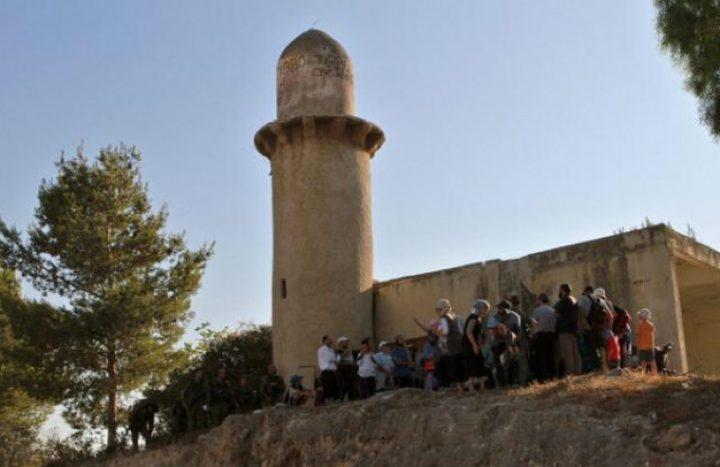 الاحتلال يقتحم مسجدا جنوب جنين ويمنع ترميمه وإقامة الصلاة فيه