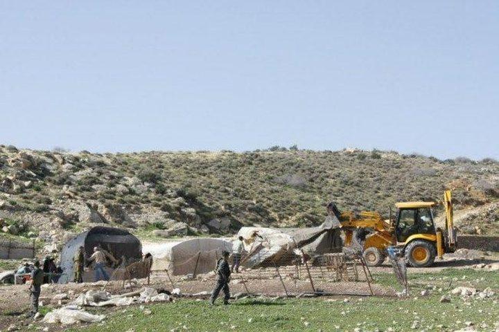 الاحتلال يخطر مواطنا من الأغوار الشمالية بإزالة سياج حول أرضه