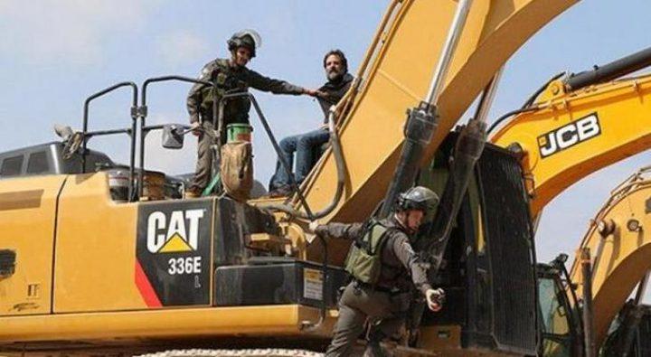الاحتلال يستولي على جرافة شرق نابلس