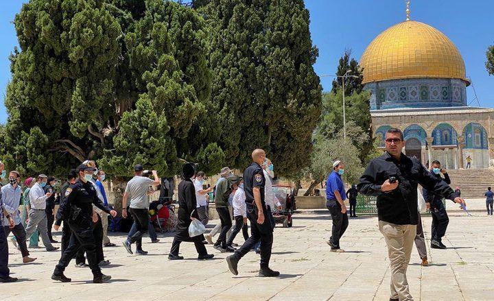 مستوطنون يقتحمون الاقصى بحماية من شرطة الاحتلال