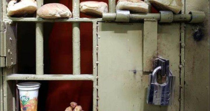 """الأسرى الإداريون في """"عوفر"""" يقررون إرجاع وجبات الطعام"""