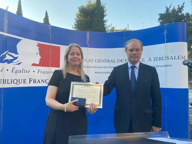 فرنسا تمنح وسام الاستحقاق الوطني بدرجة فارس للدكتورة خيرية رصاص