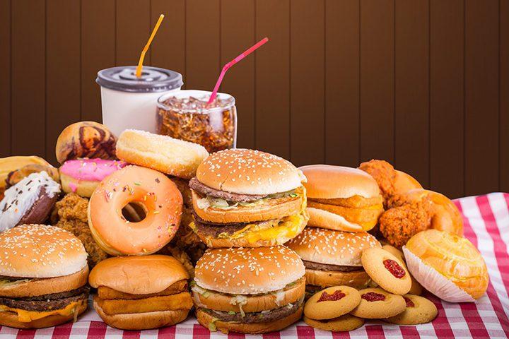 أطعمة يفضل تجنب تناولها في الطقس الحار