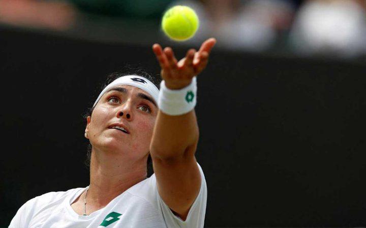 نجمة التنس التونسية تبيع مضربها بـ 12.5 ألف دولار