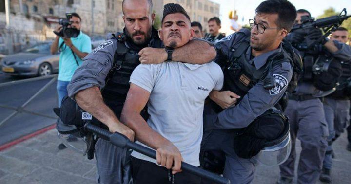 الاحتلال يعتقل شابا ويحطم مركبة في أبو ديس