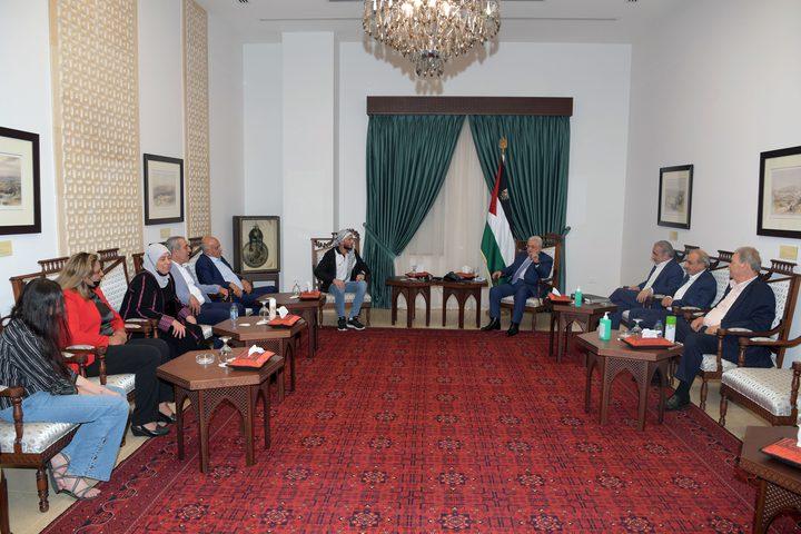 الرئيس محمود عباس يستقبل الأسير المحرر الغضنفر أبو عطوان