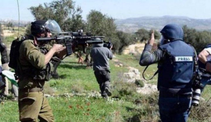 الخليل:الاحتلال يحتجز عددا من الصحفيين في قرية التوانة