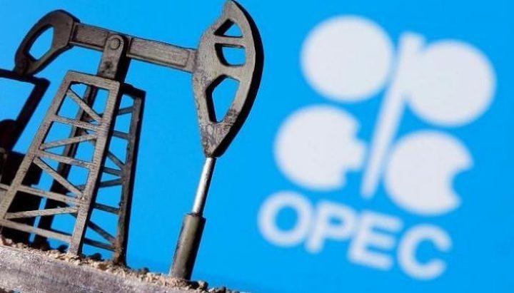 """النفط يتراجع أكثر من 1% متأثرا بقرار مجموعة """"أوبك+"""""""