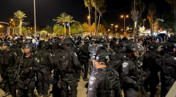 الاحتلال يهاجم منزل عائلة أسير مقدسي في بلدة صور باهر