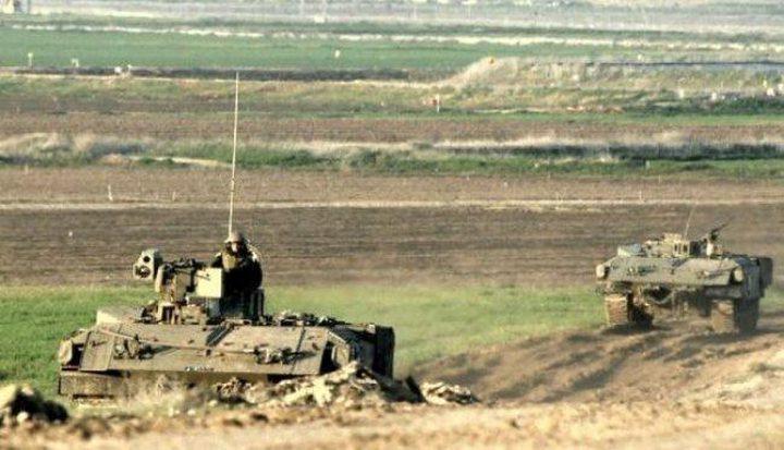 آليات الاحتلال تتوغل في أراضي المواطنين الحدودية شرق مدينة رفح