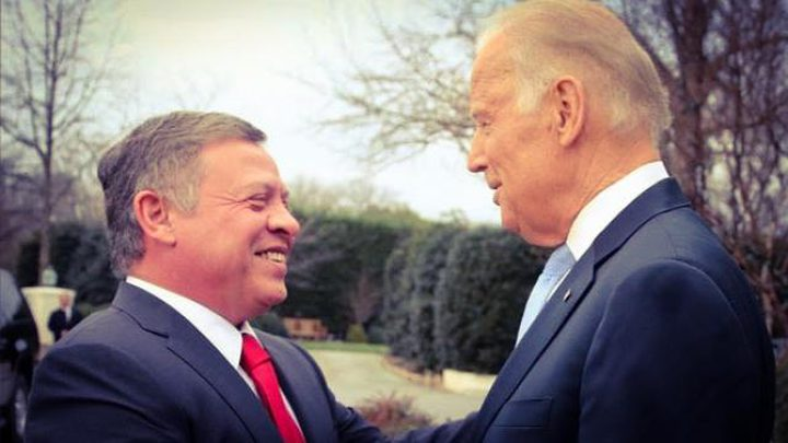 بايدن يؤكد دعمه لحل الدولتين خلال لقائه ملك الأردن
