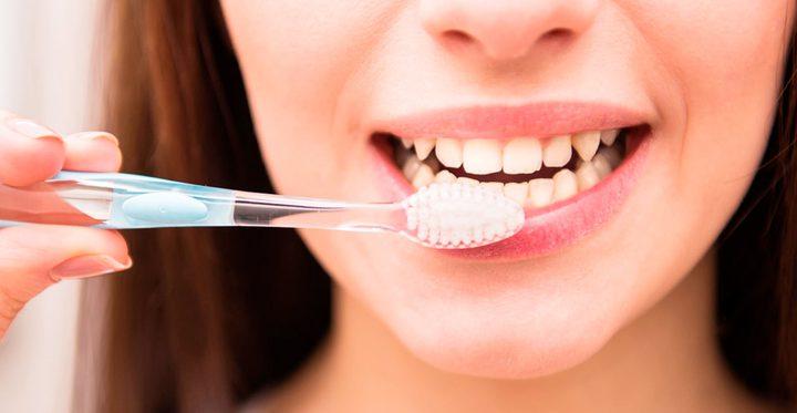 دراسة:تنظيف الأسنان بالفرشاة والخيط يمنع الخرف