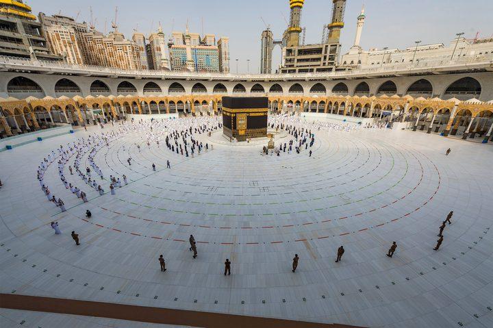 حجاج بيت الله يتوافدون لأداء طواف الإفاضة في أول أيام عيد الأضحى