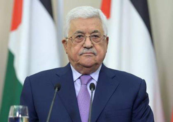 الرئيس عباس يهاتف اللواء الطيراوي معزيًا بوفاة زوج ابنته