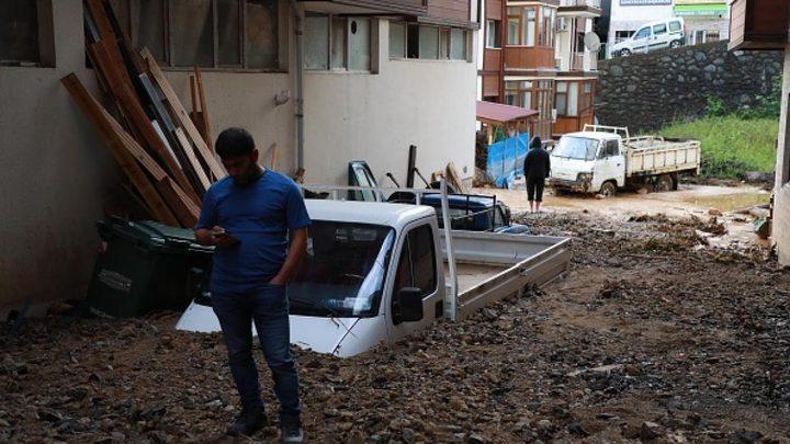 مقتل شخص وفقدان إثنين آخرين في فيضانات كولورادو في أميركا