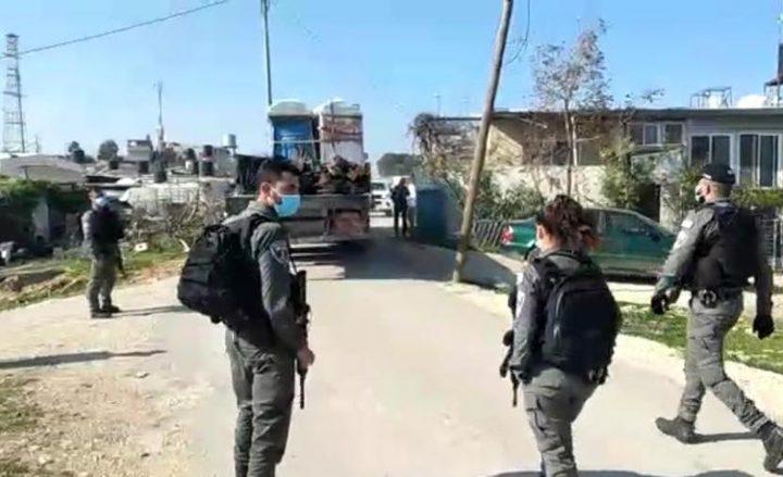 """الاحتلال يستولي على معدات وكوابل لتأهيل شبكة كهرباء """"السيميا"""""""