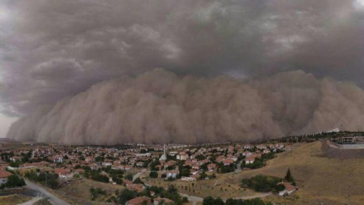 في أميركا عاصفة رملية تودي بحياة 7 أشخاص وتصيب آخرين