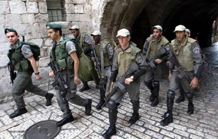 الاحتلال يعتقل شابين من منطقة باب العامود
