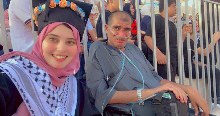 """الخريجة نورهان عيسى: """"والدي هو جمهوري الوحيد"""""""