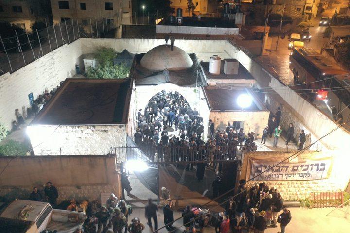 5 إصابات بالرصاص المطاطي خلال اقتحام المستوطنين مقام يوسف