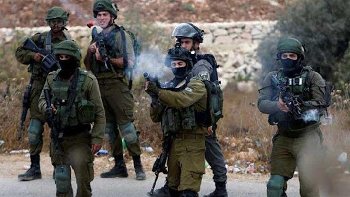 الاحتلال يصيب شابا بالرصاص ويعتقل آخرين في جنين