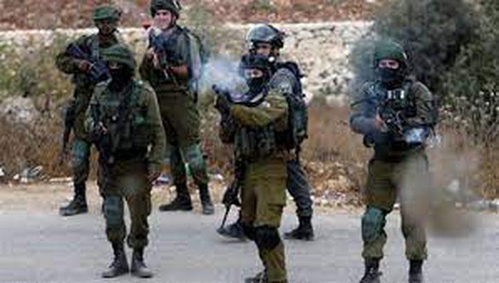 الخليل:إصابة طفل بجروح خطيرة جراء إطلاق قوات الاحتلال النار عليه