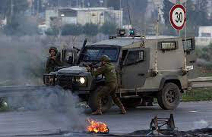 الاحتلال يهاجم موكب تشييع الشهيد شوكت عوض في بيت أمر شمال الخليل