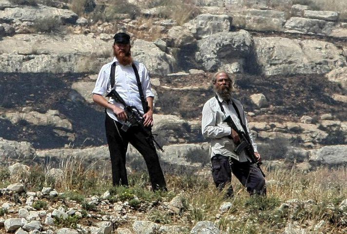 مستوطنون يقدمون على قطع أعمدة هاتف في بورين جنوب نابلس