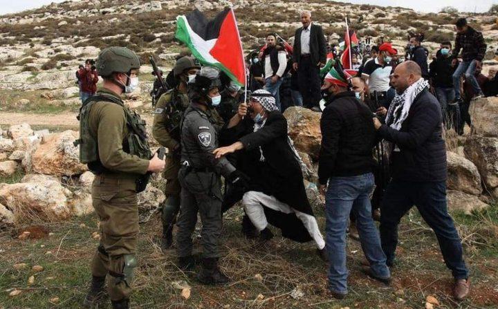 إصابات بالرصاص والعشرات بالاختناق خلال قمع الاحتلال مسيرة بيت دجن