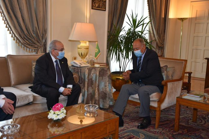 أبو الغيط يبحث مع وزير خارجية الجزائر مستجدات القضية الفلسطينية