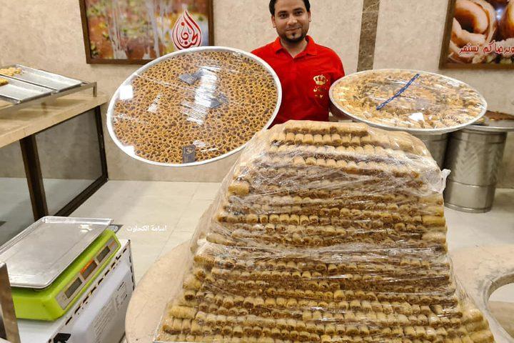 غزة: تجهيز الحلويات في انتظار نتائج الثانوية العامة غدا  تصوير: أسامة الكحلوت